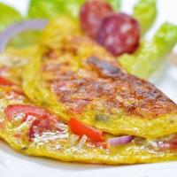 Omelette charcutière au saucisson sec